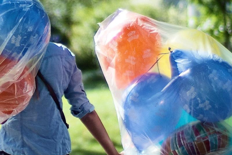 Ballon walk (100% crop).